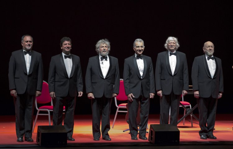 LES LUTHIERS REPRESENTA EN PAMPLONA ¡CHIST!